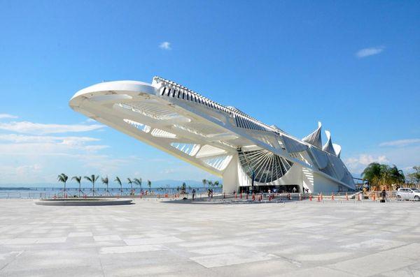 """Im Herzen des neu gestalteten Hafenareals liegt das erst im Dezember 2015 eröffnete """"Museu do Amanhã"""""""