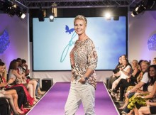 Sonja Zietlow als Model bei der Manou Lenz Fashionshow in Berlin
