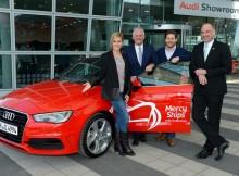 Wolke Hegenbarth nimmt Audi A3 entgegen