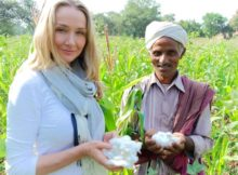 Alexandra Cousteau und organic cotton farmer Shivlal Jadha