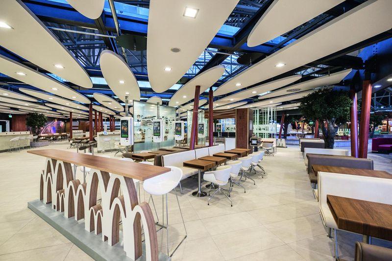 McDonald's Restaurant der Zukunft am Terminal 2 des Frankfurter Flughafens