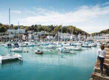 Aussicht auf den Hafen der St. Aubin's Bay