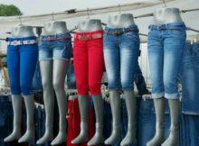 Jeans gehören wohl zu den beliebtesten Kleidungsstücken, die in Sommer und Winter gesellschaftsfähig sind