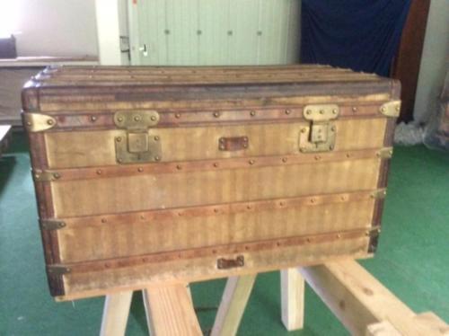 Louis Vuitton striped trunk beige and marron Malle Courrier