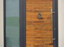 """Die Hauseingangstür """"Wein-Design Rustik"""" aus dem Holz alter Barrique-Rotweinfässer"""