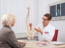 Rückenschmerzen durch Stress und Fehlhaltungen im Beruf