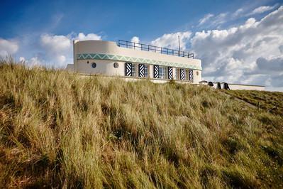 Barge Aground - ein Ferienhaus in Schiffsform, liegt einsam in der St. Ouen's Bay