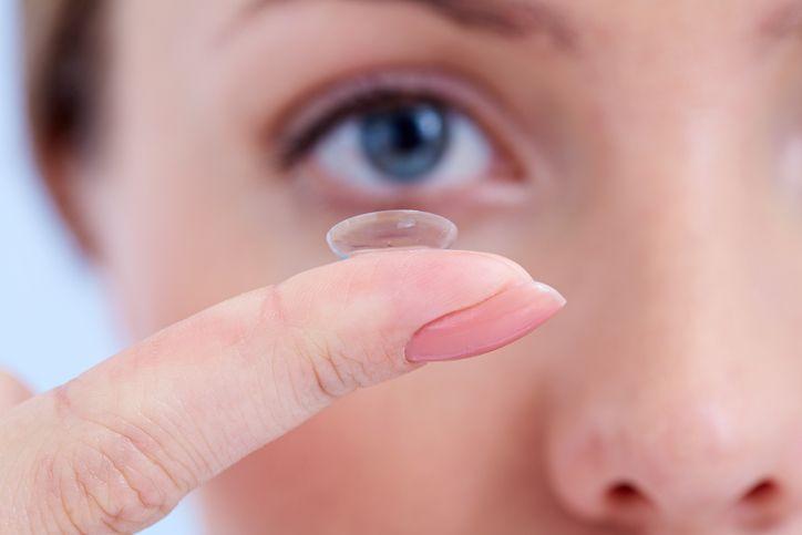 Kleine-Linse-gro C3 9Fe-Hilfe in Kontaktlinsen – die unsichtbaren Begleiter