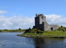 Viele Schlösser und Burgen liegen an Flüssen und Meeren