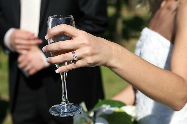 Alles-was-funkelt-und-teuer-ist in Frauen lieben Schmuck und Diamanten