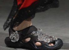 Gemeinsame Kollektion von Crocs und Christopher Kane feiert Laufsteg-Debüt auf der London Fashion Week 2017