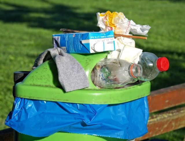 Kaum-zu-glauben-daraus-wird-Stoff-f C3 BCr-Bekleidung in Athleisure-Mode: Stoffe aus Plastikflaschen und Kaffeesatz