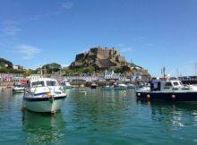 Das Mont Orgueil Castle im idyllischen Hafenstädtchen Gorey