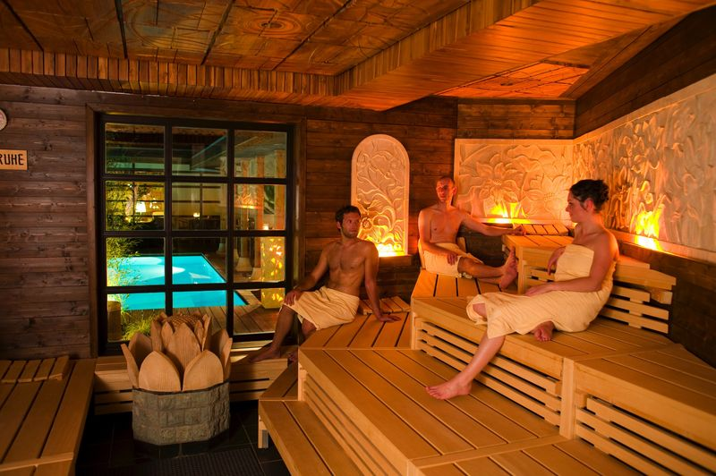 Romantik-in-der-Bali-Therme in Sex in der Sauna?