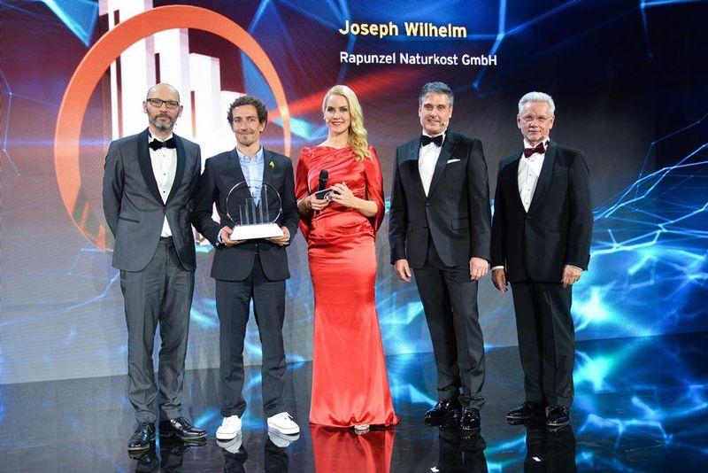 """Stellvertretend-vor-Ort-Leonhard-Wilhelm in Rapunzel Gründer als """"Entrepreneur Of The Year 2017"""" geehrt"""