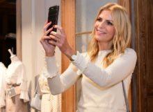 Tanja Bülter berichtet ihren Social Media-Followern vom stylishen Bijou Brigitte-Event