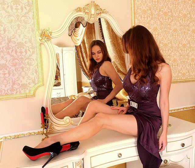 Mit-so-einem-Abendkleid-macht-ihre-Begleitung-alles-richtig in Was Sie in einem Casino für Kleidung tragen sollten