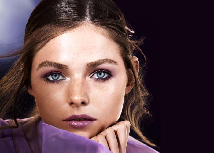 Ne-dunkle-Lippe-riskieren in Die Make-up Trendfarben des Frühlings