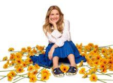 Markenbotschafterin Drew Barrymore trägt den Crocband
