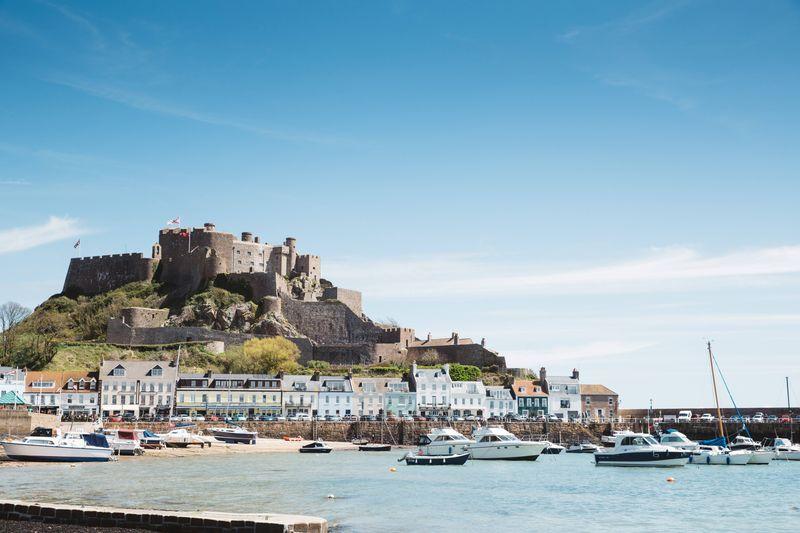 Verstärktes Flugangebot auf die größte Kanalinsel