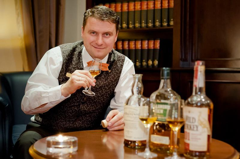 Whisky-Experte-Sebastian-Wachs in Das Hotel Bülow Palais Dresden lädt zum Whisky-Dinner