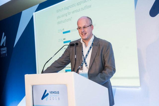 Dr. Michael Lichtenberg hilft Patienten mit schweren Venenleiden