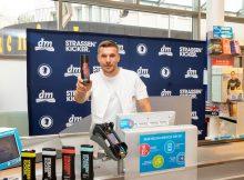 Lukas Podolski und dm-drogerie markt launchen Pflegeprodukte und stärken gemeinsam gesellschaftliches Engagement