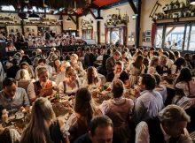 Wiesn-Stimmung im Festzelt der Münchner Knödelei