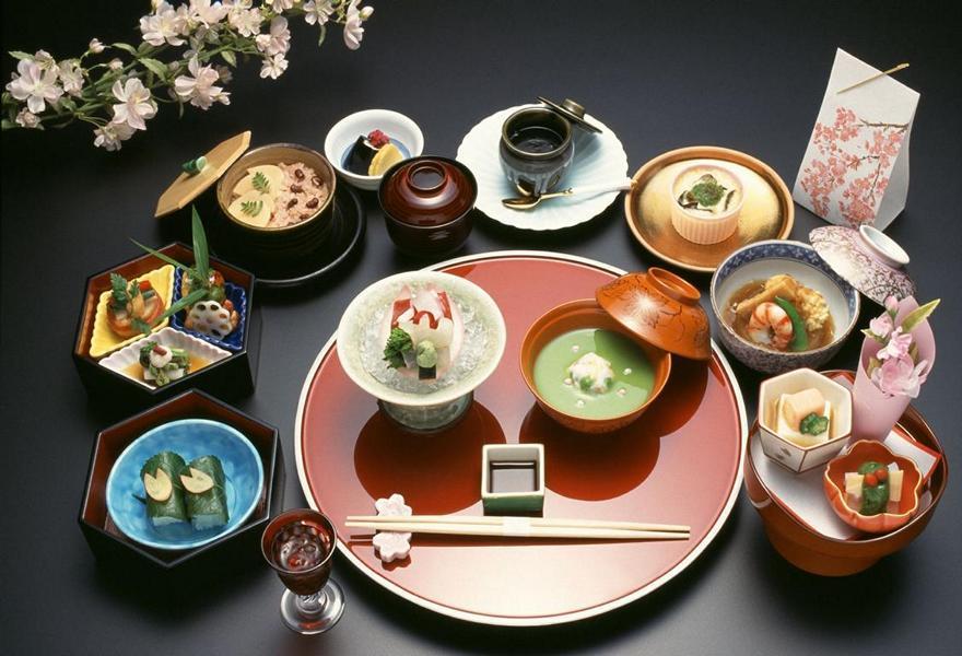 Über die Jahrhunderte hinweg hat sich die japanische Küche zu einer der raffiniertesten der Welt entwickelt