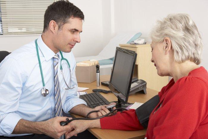Auch ein jährlicher Check beim Neurologen und Kardiologen ist Pflicht