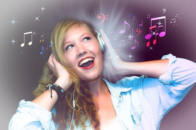 Wer in jungen Jahren gerne voll aufdreht, braucht im Alter oft eine Hörhilfe