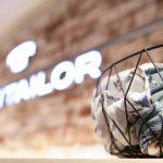 Deutsche Kleiderstiftung: Kleiderspenden können bei Tom Tailor abgegeben werden