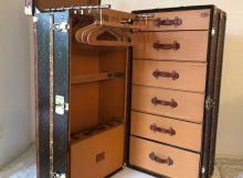 Antiker Louis Vuitton Schrankkoffer Malle Armoire aus den 20er Jahren