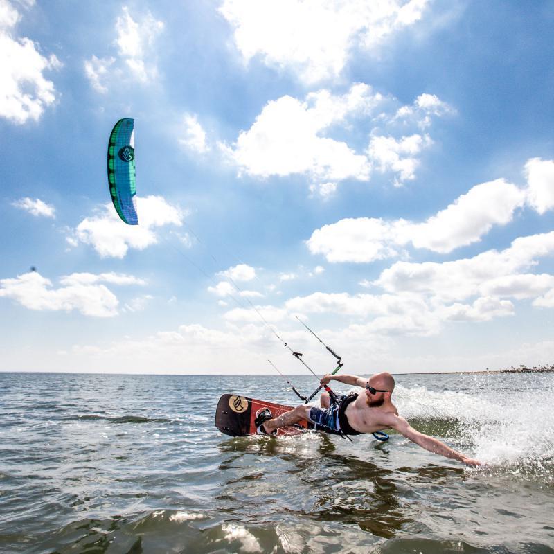 Urlaubsreisen sind ideal, um Kitesurfen in entspannter und stressfreier Atmosphäre zu lernen.