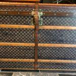 Antike Koffer, Truhen und Schrankkoffer: Alten Reisekoffer von Louis Vuitton restaurieren lassen