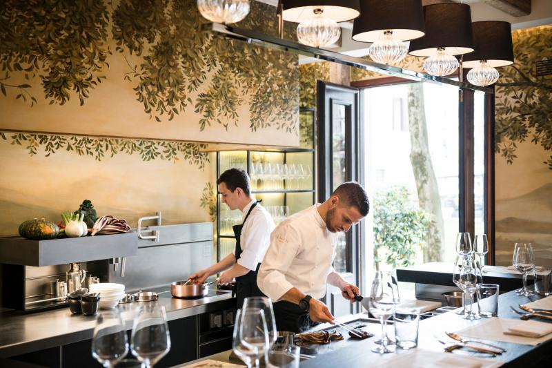 Dario Ossola und Dario Boschetti im neuen Dining-Salon des Aman Venice