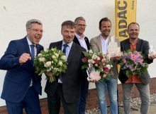 Robert Dahl (2. v. r.) und Mathias Freiheit (3. v. r.) bei Preisverleihung (Karls Erlebnis-Dorf)