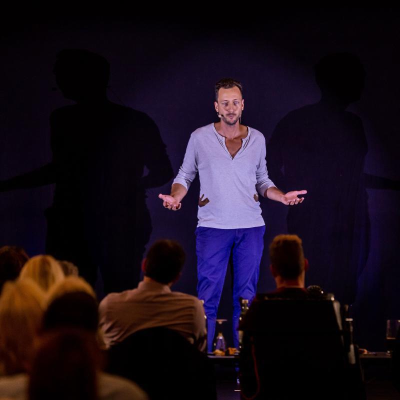 Sebastian Eisenbürger beim internationalen Speaker Slam in Stuttgart
