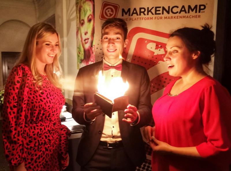 Jannik Görtz (Mitte) begeistert auf dem Markencamp