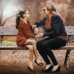 Töchter hören auf die Mutter: Mama als Beauty-Influencerin für den Nachwuchs