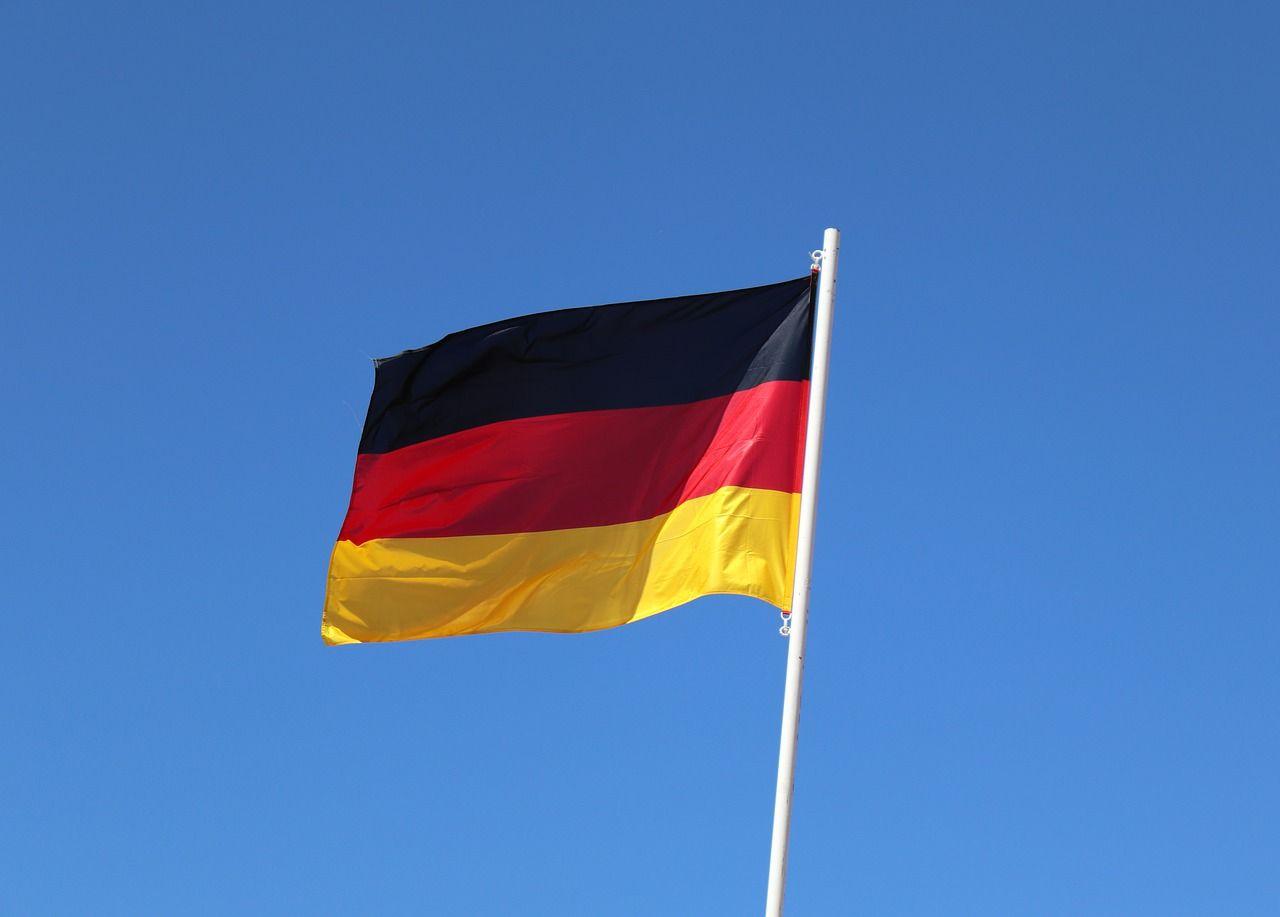 https://pixabay.com/de/photos/fahne-deutschland-europa-flagge-3388621/