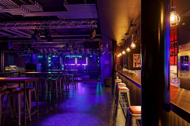 Die Rock Bar erinnert an eine Rockkneipe im Hamburger Stadtteil St. Pauli.