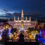 Christkindlmarkt und Weihnachtstraum: Das Wiener Rathaus mit Weihnachtsflair