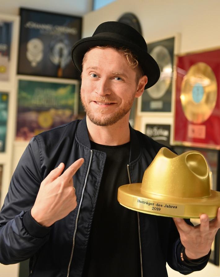Johannes Oerding freut sich über den goldenen Hut-Award