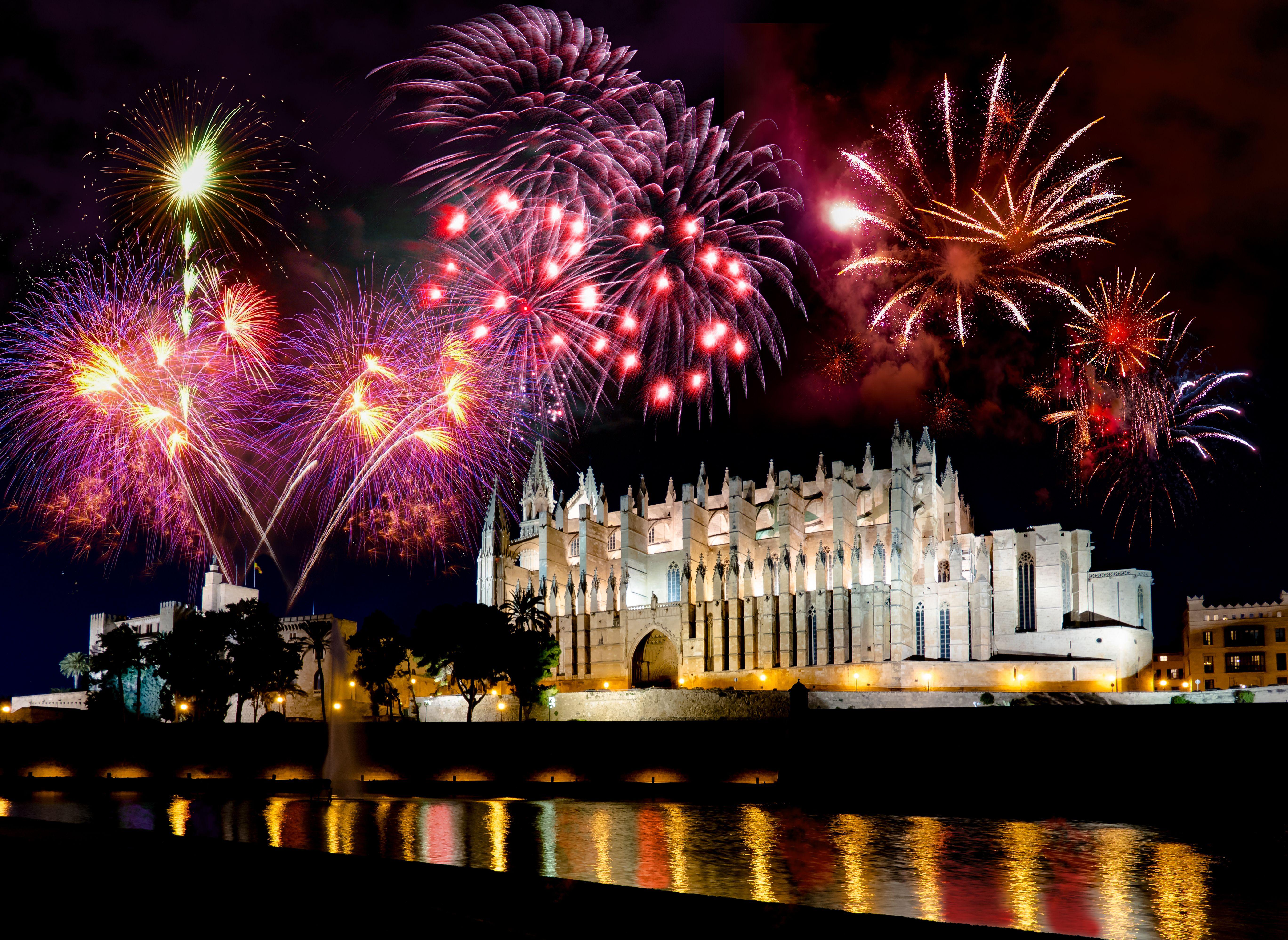 09_Feuerwerk Palma de Mallorca_(c)_AdobeStock
