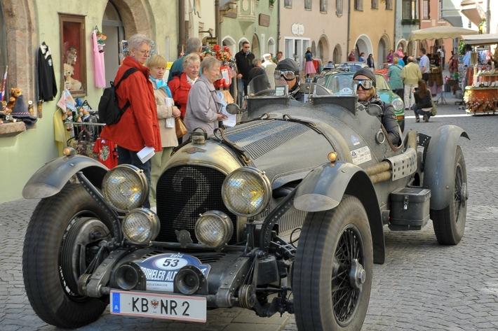 Klassische Autos und Motorräder begeistern ein Millionenpublikum