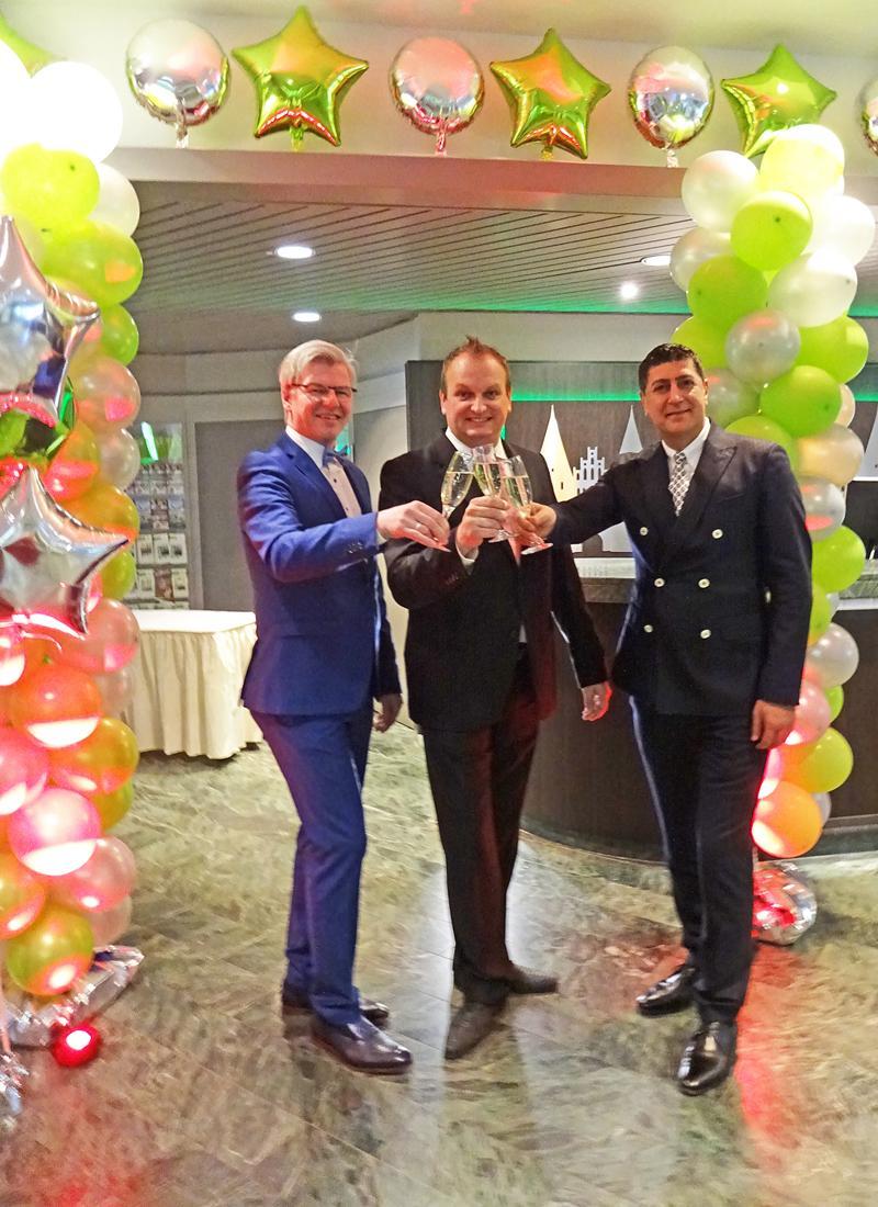 (v.l.): Frank Denker, Christian Schmidt und Amine Tadlaoui Ouafi. Bild: Claudia Wingens