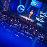 Buntes Programm: Karriere, Selbstverwirklichung und Tools zur sozialen Interaktion