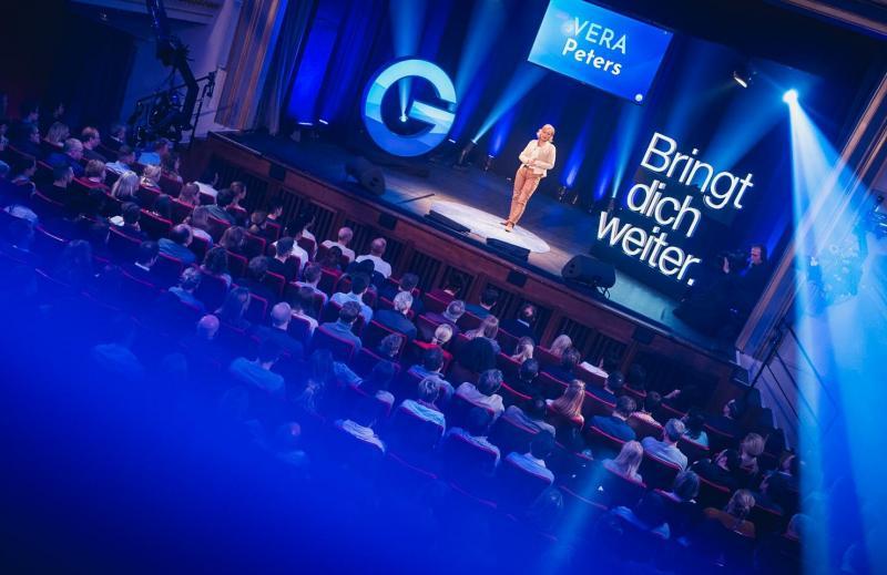 Vera Peters beeindruckt mit Abenteuervortrag bei GEDANKENtanken.