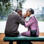 Menschliche Berührungen sind lebenswichtig für Gesundheit und Glück